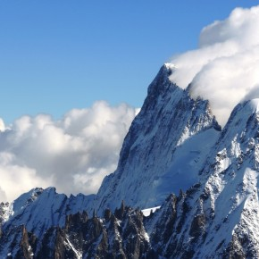 Clouds downstream the Grandes Jorasses